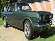 FORD MUSTANG 1965 Mustang V8,  auto,  disc brakes,   new interior
